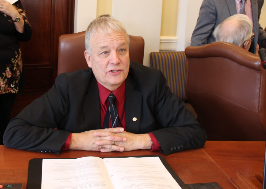 Senate votes unanimously to support Dill bill to eliminate online burn permit fees