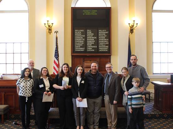 Sen. Chenette welcomes senate pages from Saco to State House